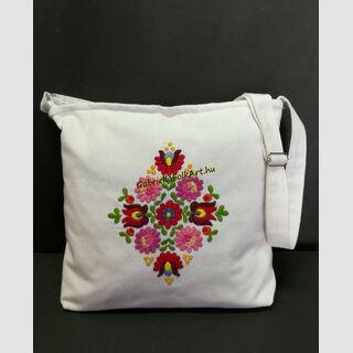 Matyó kézzel hímzett fehér táska 15.